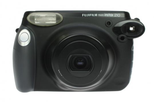 Fujifilm Instax 210 фотоаппарат моментальной печати. 3690 руб.
