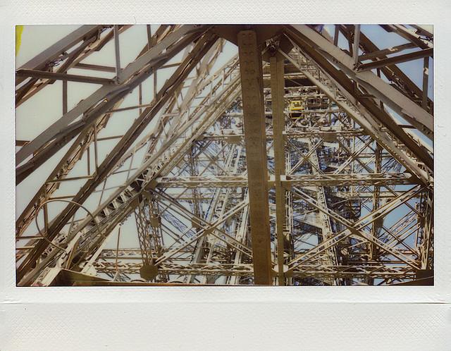Париж. Эйфелева башня. Fuji Instax 200