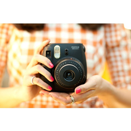 При заказе камеры Fuji Instax Mini 8 до 27 июля, картридж на 10 снимков в подарок!