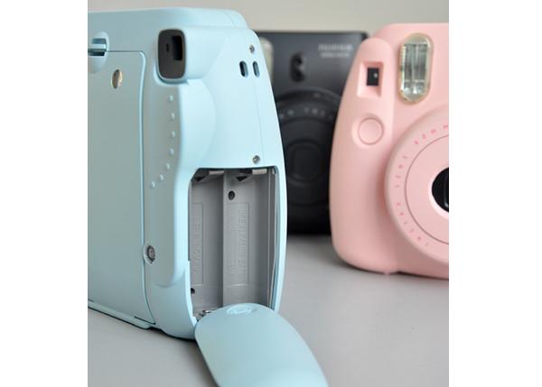 Замена батареек Fujifilm Instax Mini 8